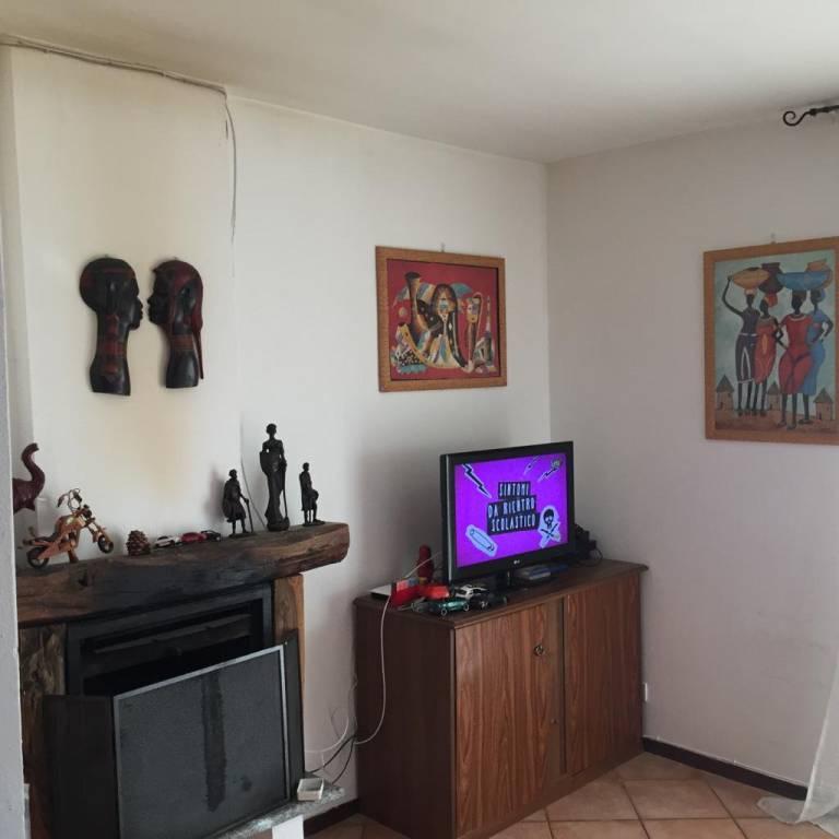 Appartamento in buone condizioni arredato in affitto Rif. 8036008