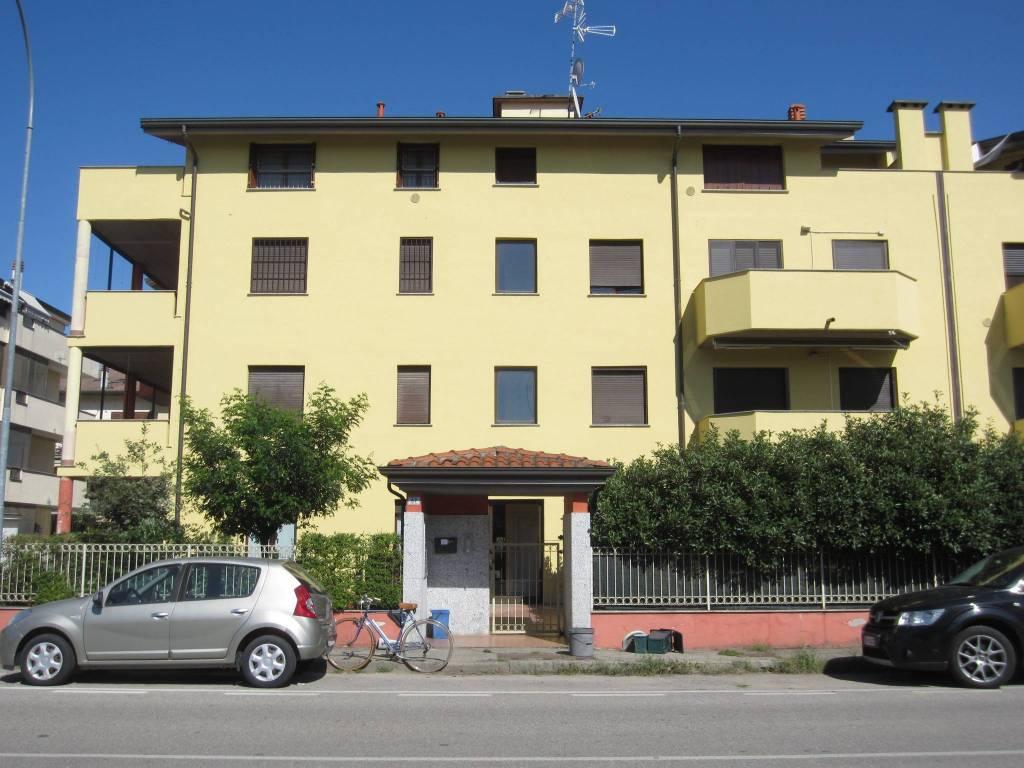 Appartamento in ottime condizioni parzialmente arredato in vendita Rif. 8032600