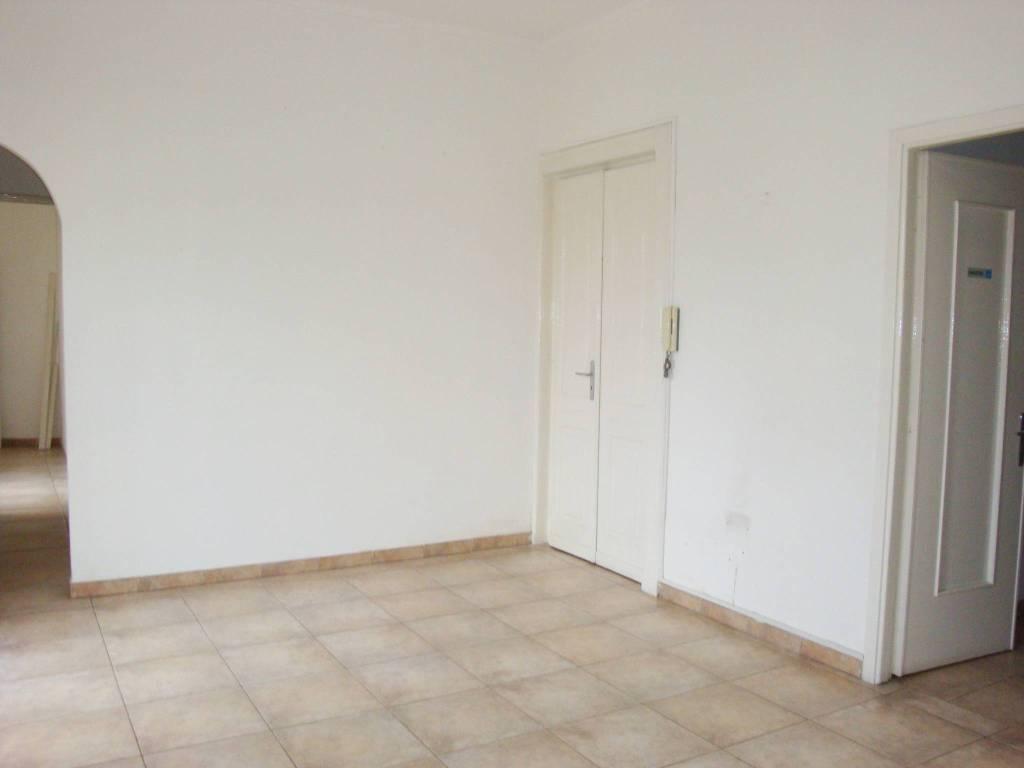 Appartamento in buone condizioni in affitto Rif. 8031696