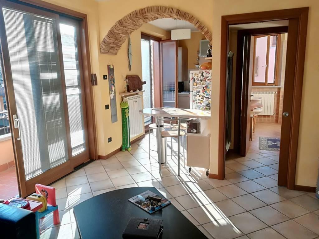 Appartamento in ottime condizioni parzialmente arredato in vendita Rif. 8040476