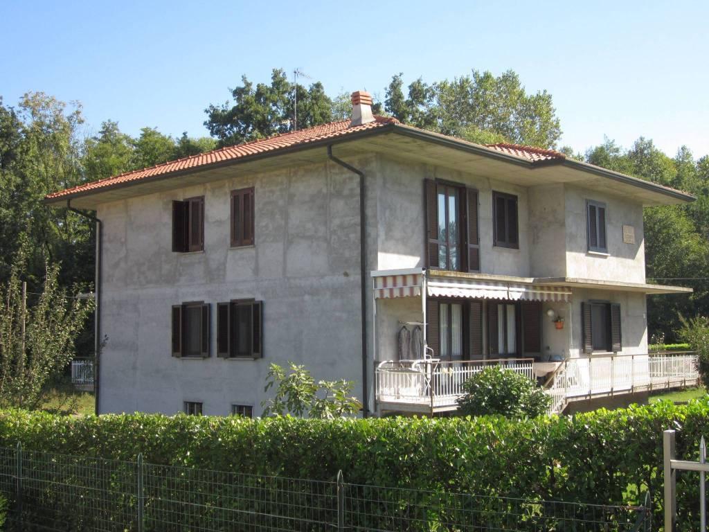 Villa in vendita a Cazzago Brabbia, 6 locali, prezzo € 470.000   CambioCasa.it