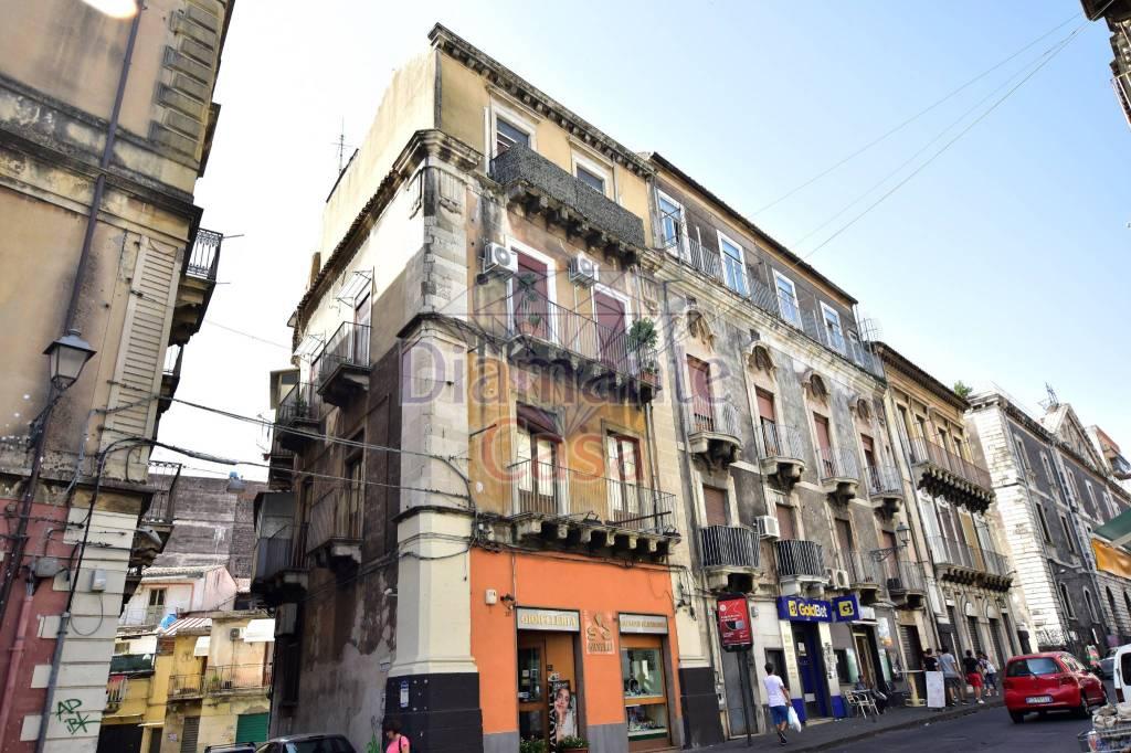 Appartamento in Vendita a Catania Centro: 4 locali, 80 mq