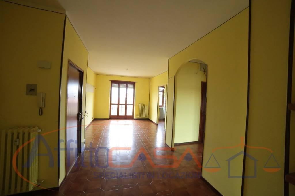 Appartamento in buone condizioni in affitto Rif. 8039236