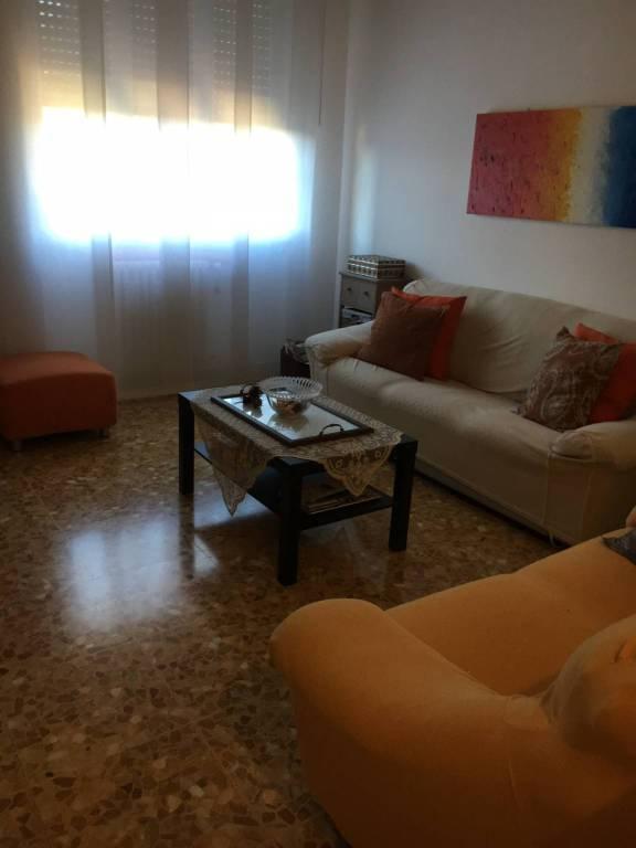 Appartamento in buone condizioni parzialmente arredato in affitto Rif. 8030705