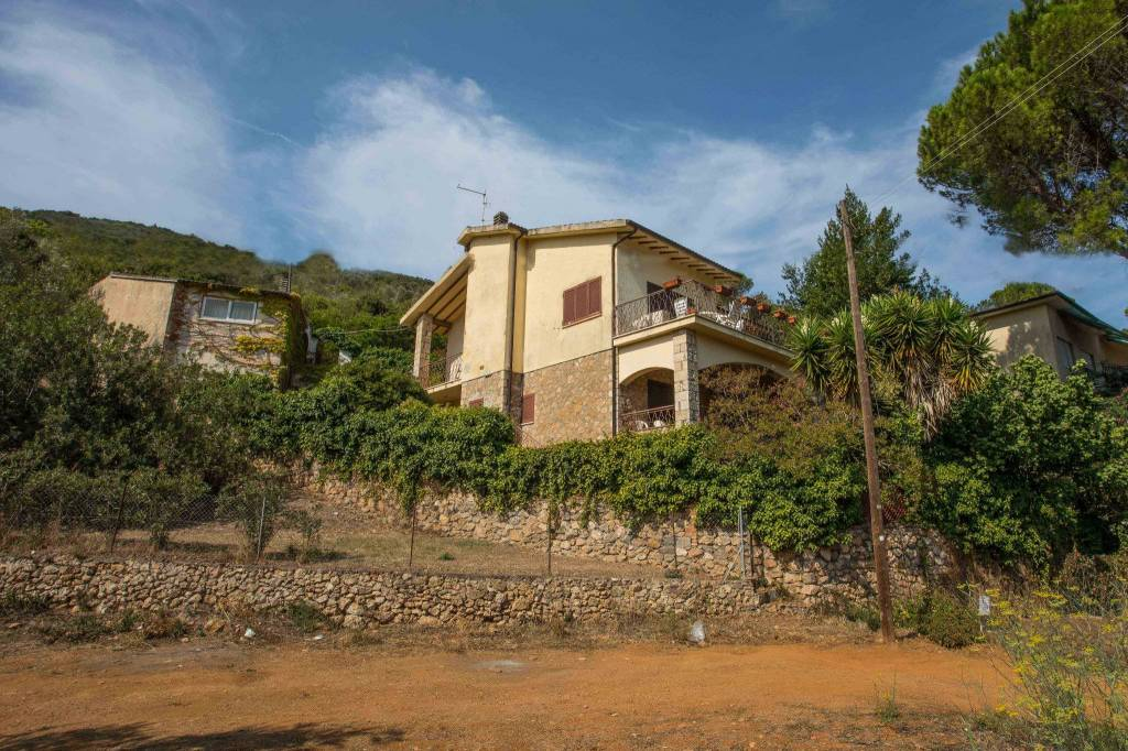 Villa in buone condizioni parzialmente arredato in vendita Rif. 8029835