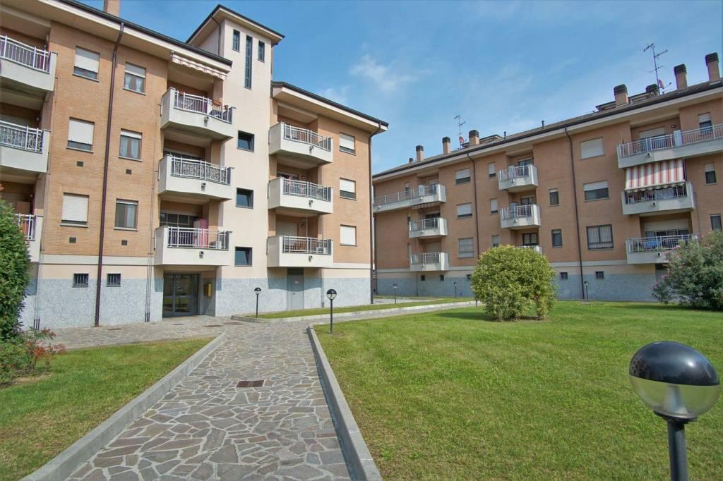 Appartamento in buone condizioni in vendita Rif. 8033175