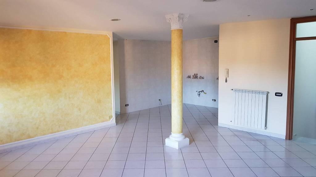 Appartamento in buone condizioni in vendita Rif. 8032423