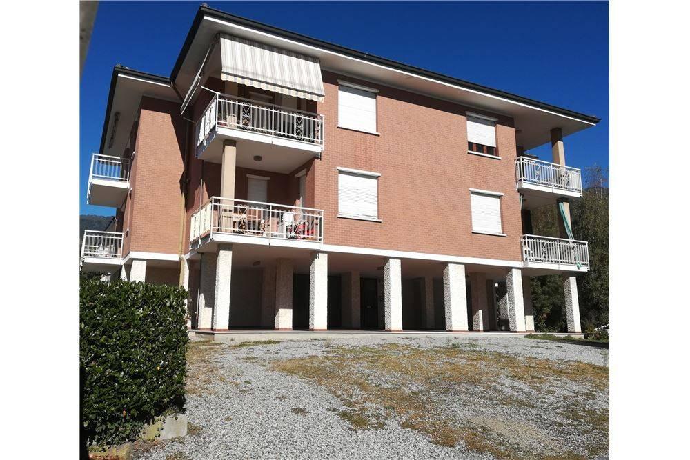 Appartamento in buone condizioni in vendita Rif. 8113935