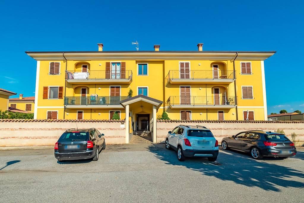 Appartamento in buone condizioni in vendita Rif. 8049158