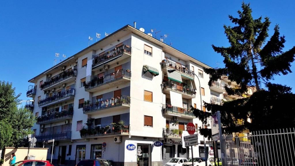Appartamento in buone condizioni in vendita Rif. 9225779