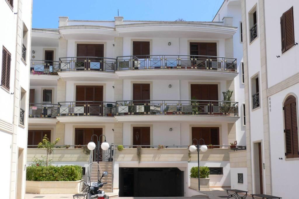 Appartamento in bel contesto con terrazzo