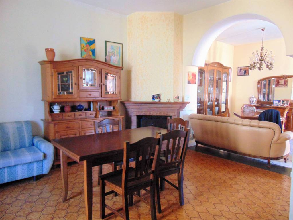 Appartamento in buone condizioni in vendita Rif. 8048845