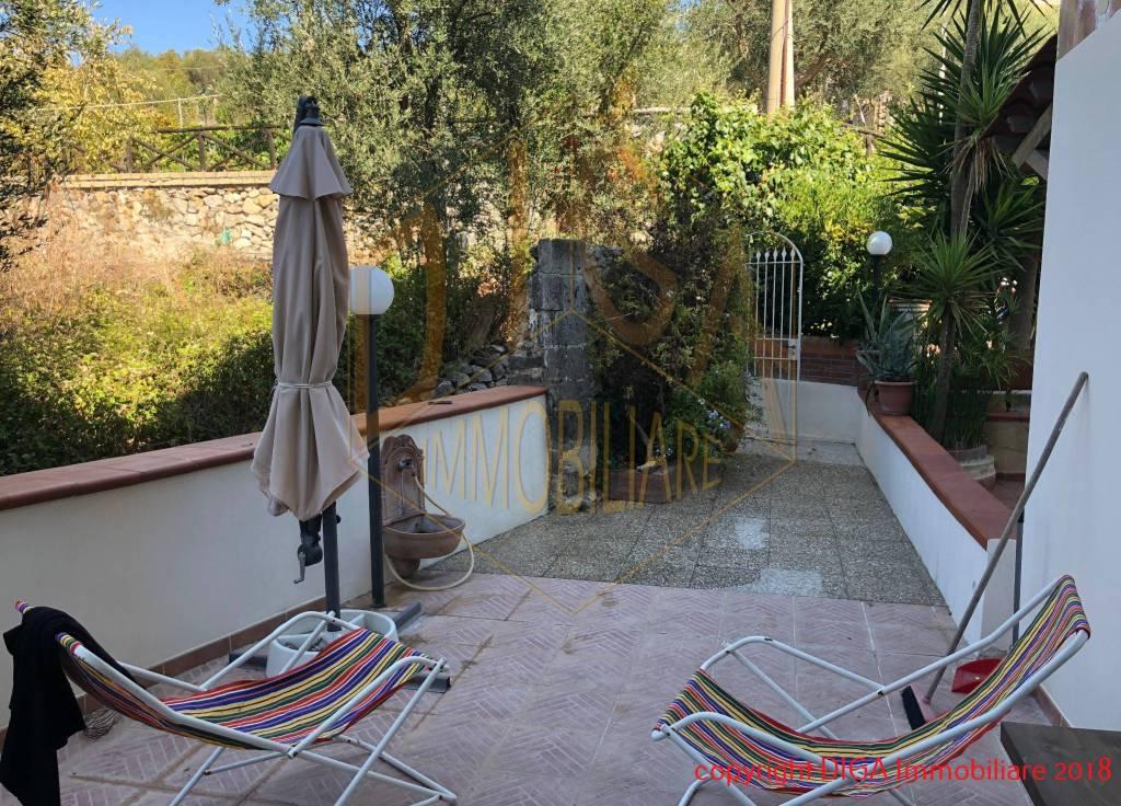 Appartamento in ottime condizioni in vendita Rif. 8049085