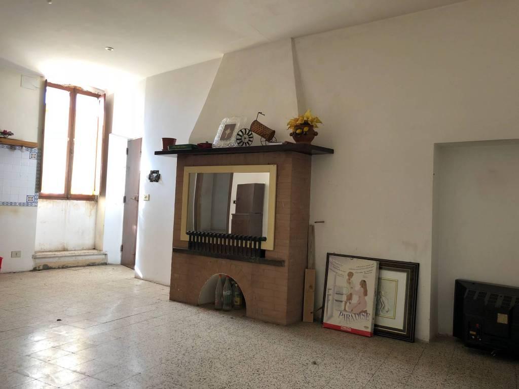 Appartamento da ristrutturare in vendita Rif. 8689643