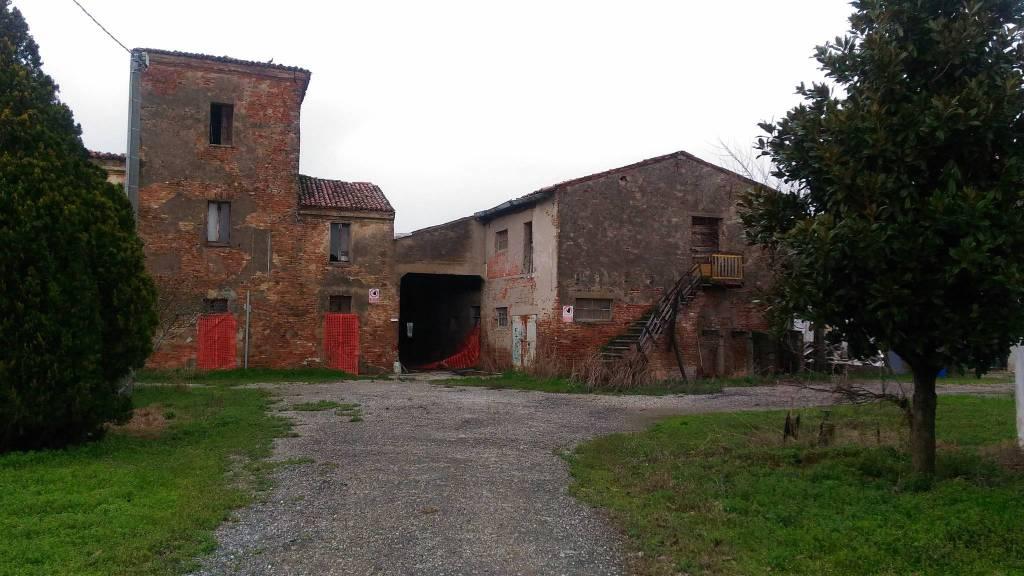 Foto 1 di Rustico / Casale via Legnaghese, San Giorgio Di Mantova