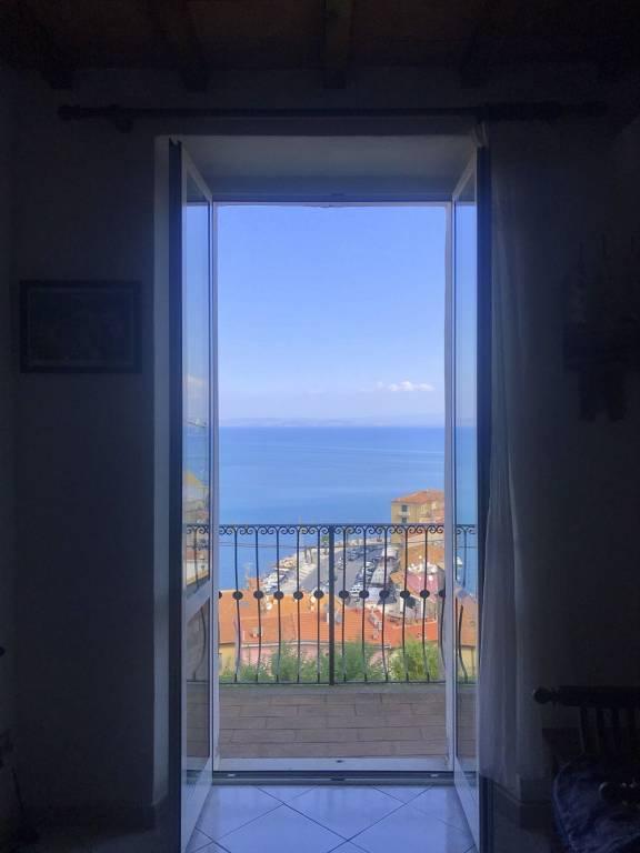 Appartamento in buone condizioni in vendita Rif. 8053486