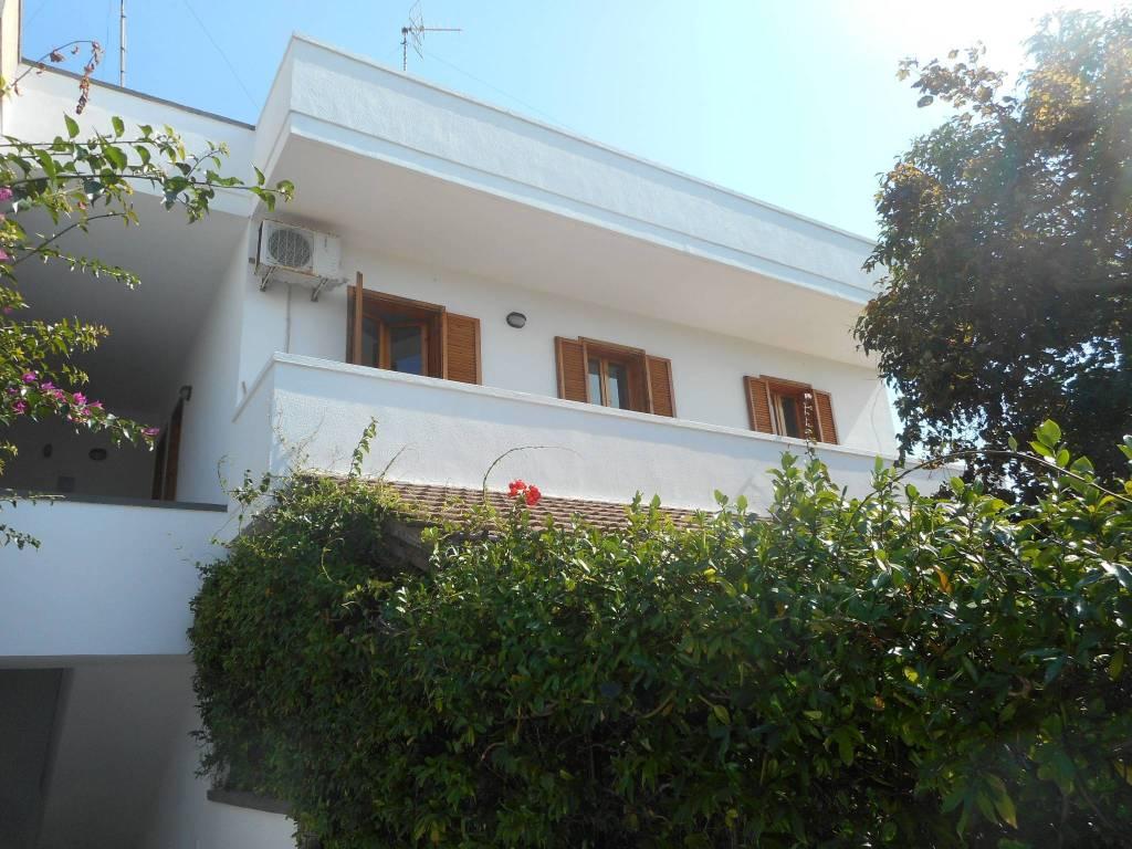 Appartamento in buone condizioni in vendita Rif. 8053848