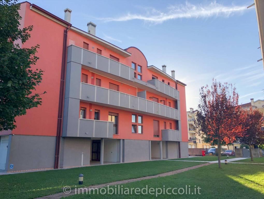 Appartamento in ottime condizioni parzialmente arredato in vendita Rif. 7992904