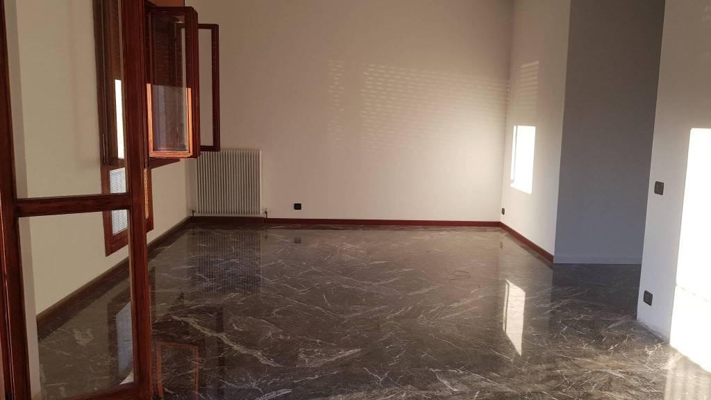 Appartamento in ottime condizioni in vendita Rif. 8061803