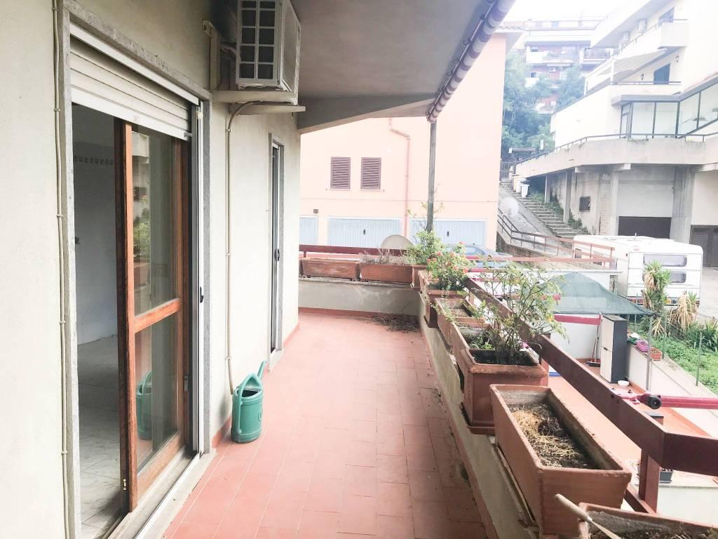 Appartamento in buone condizioni in affitto Rif. 7766811