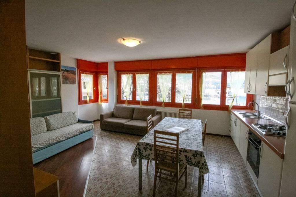 Appartamento in buone condizioni arredato in vendita Rif. 8063756