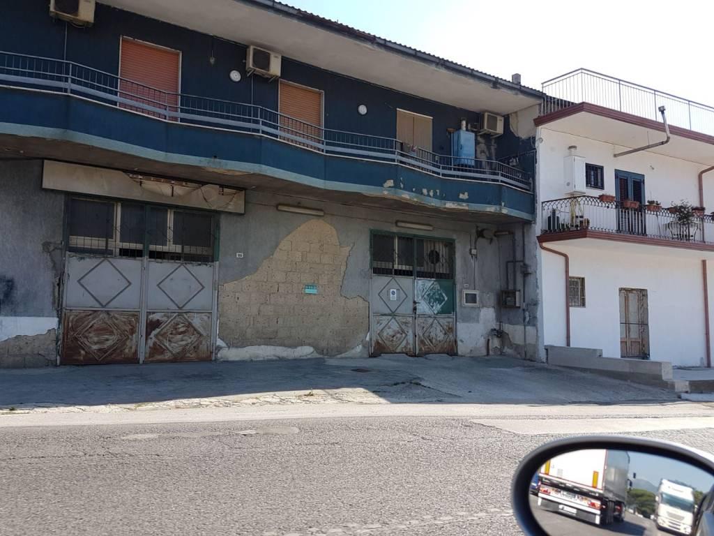 Locale Commerciale su strada di 120 mq con possibilità sost
