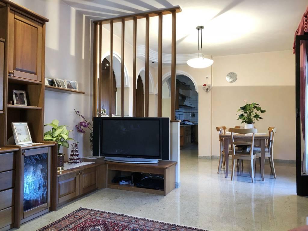 Appartamento in buone condizioni parzialmente arredato in vendita Rif. 8061303