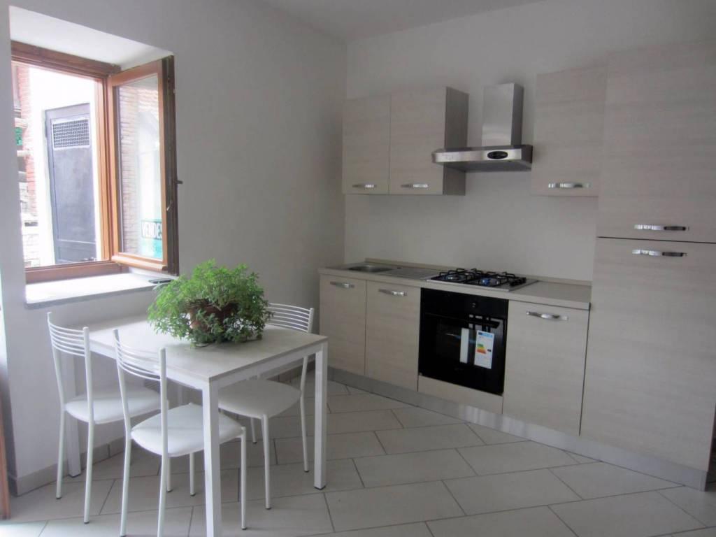 Appartamento in ottime condizioni in vendita Rif. 8061143