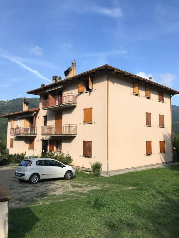 Appartamento in ottime condizioni parzialmente arredato in vendita Rif. 8063495