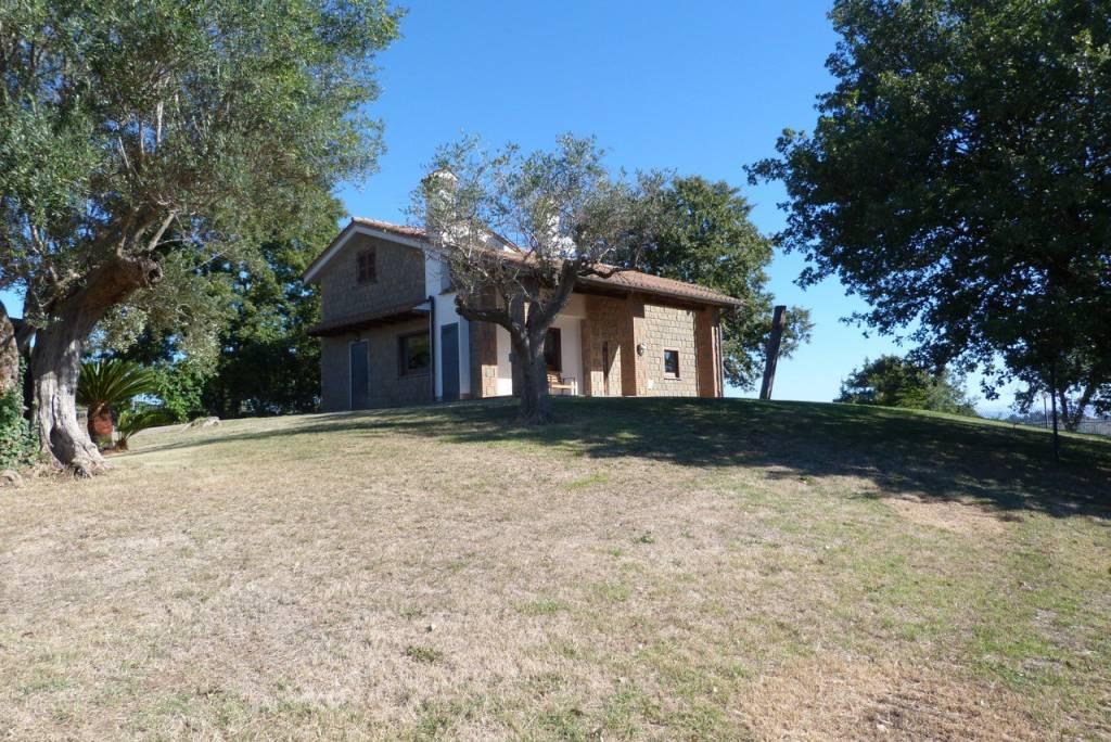 Villa in ottime condizioni parzialmente arredato in vendita Rif. 8061107
