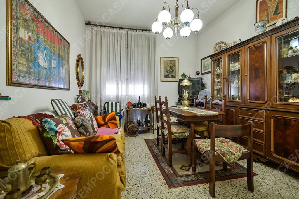Appartamento in vendita 6 vani 130 mq.  via Antonio Levanti Bologna