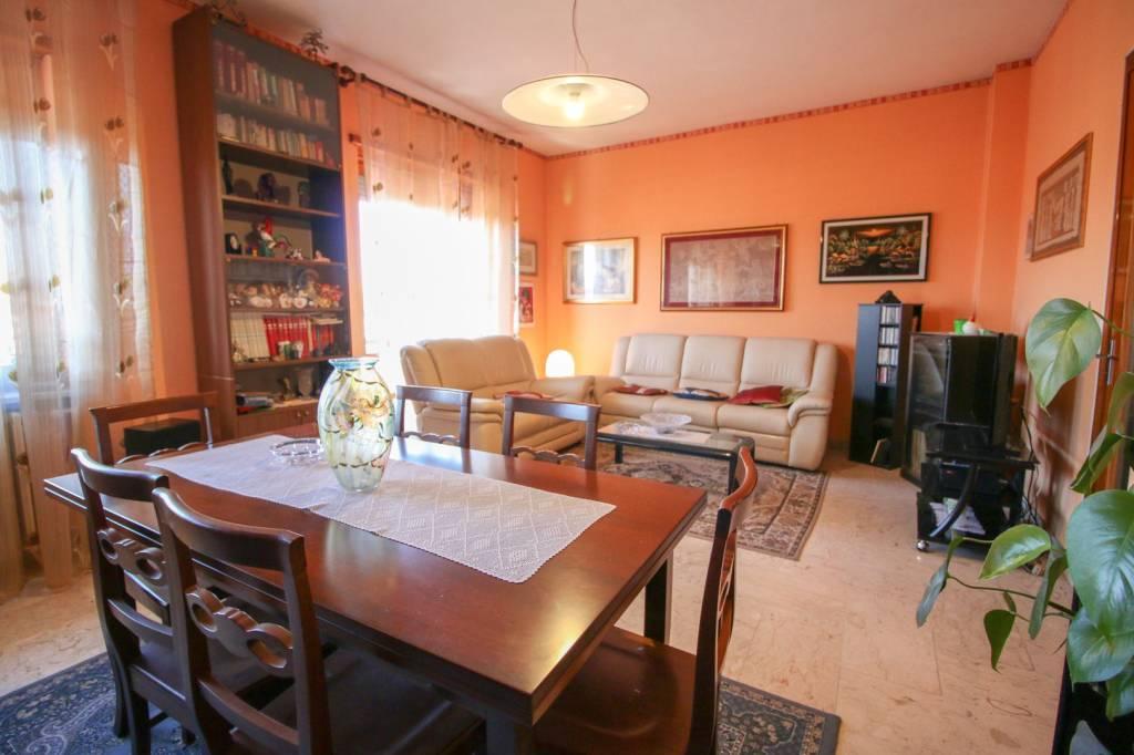 Appartamento in buone condizioni in vendita Rif. 8062701