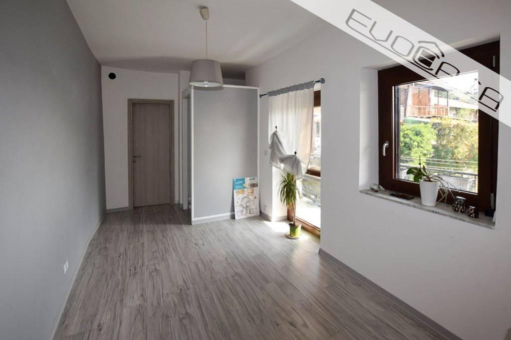 Appartamento in buone condizioni in vendita Rif. 7631491