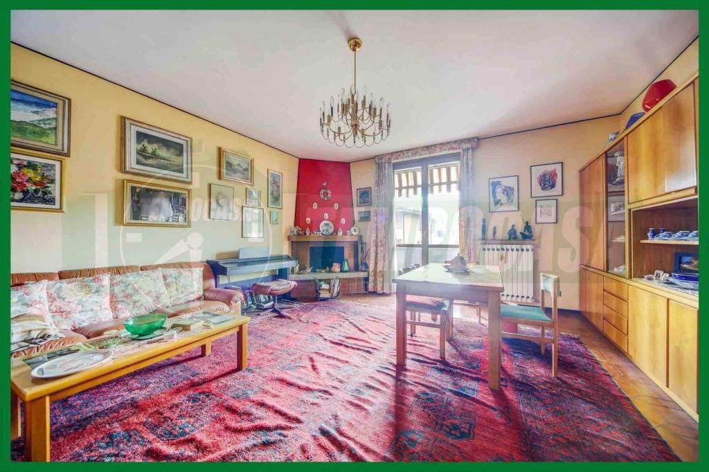 Appartamento in buone condizioni in vendita Rif. 8665795