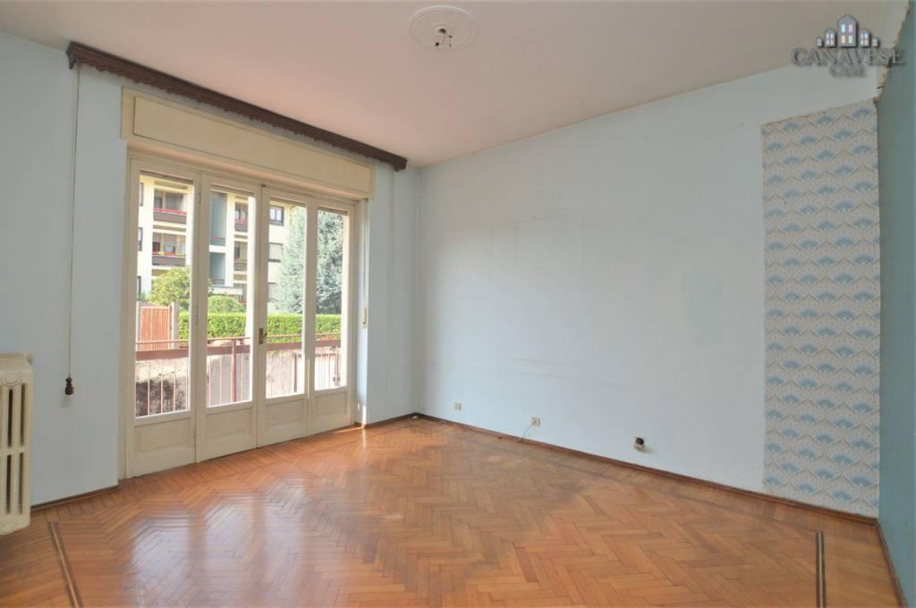 Appartamento in buone condizioni in vendita Rif. 8064579