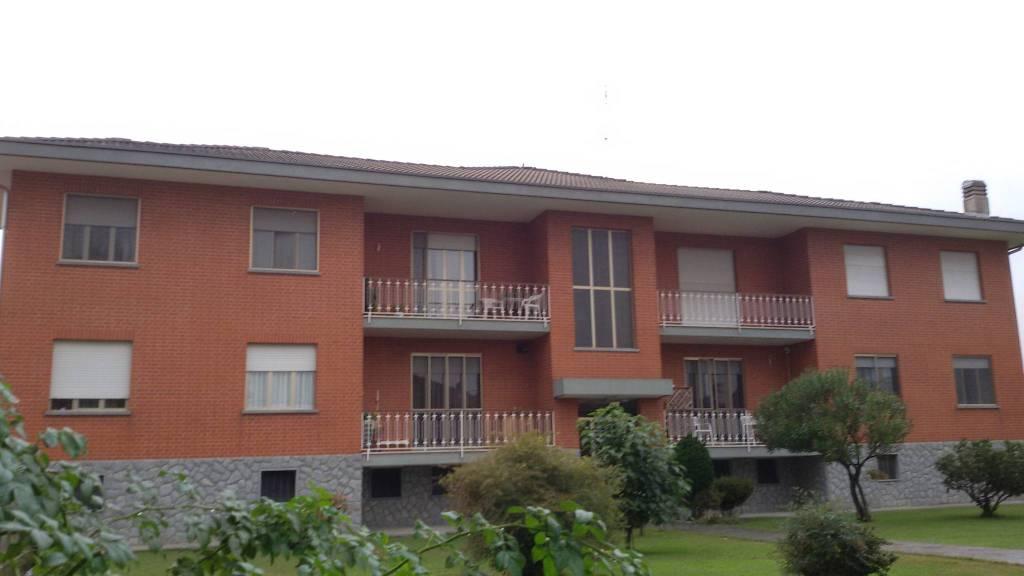 Appartamento in buone condizioni in affitto Rif. 8064185
