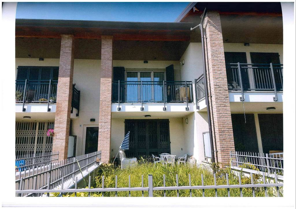Appartamento in ottime condizioni parzialmente arredato in vendita Rif. 8065598