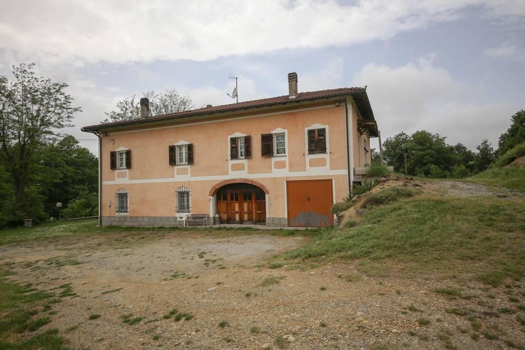 Rustico / Casale in vendita a Mioglia, 10 locali, prezzo € 350.000 | PortaleAgenzieImmobiliari.it