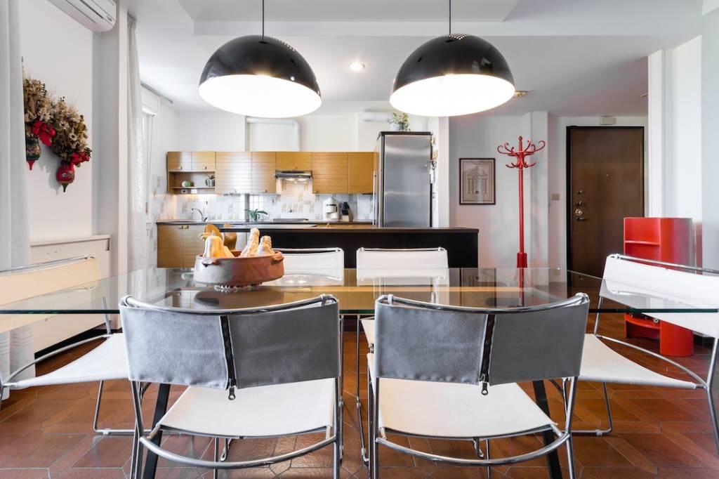 Appartamento in buone condizioni in vendita Rif. 8063635