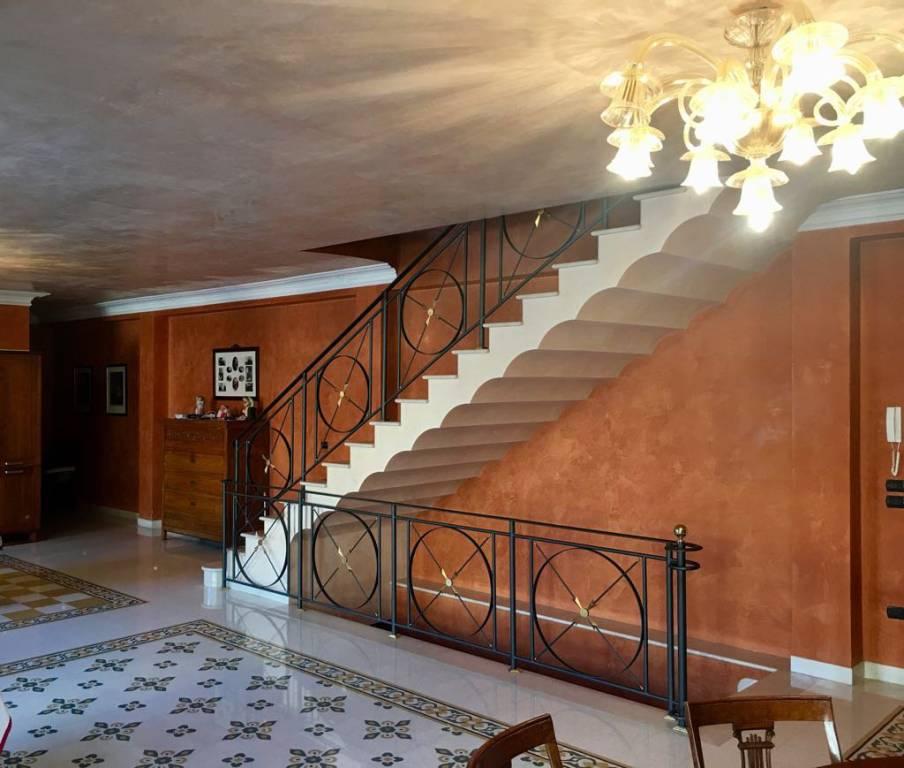 Appartamento in ottime condizioni in vendita Rif. 8061336