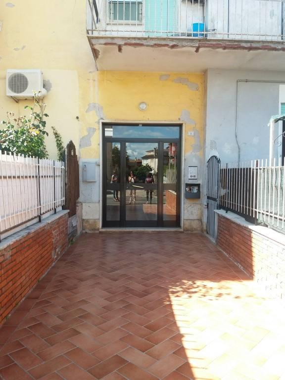 Appartamento con giardino, in via A. Manzoni, Cave