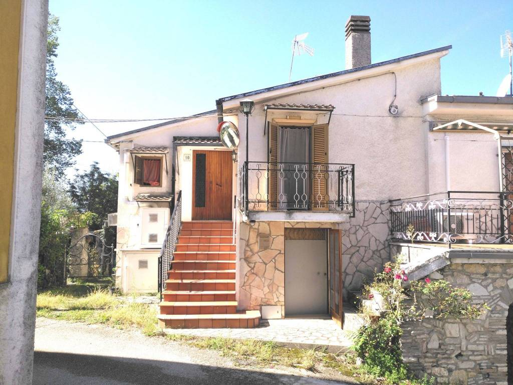 Villa in buone condizioni arredato in vendita Rif. 9150603