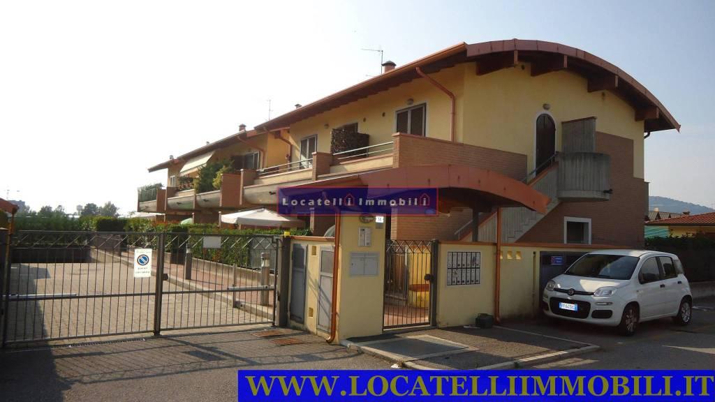Appartamento in buone condizioni in vendita Rif. 8936133