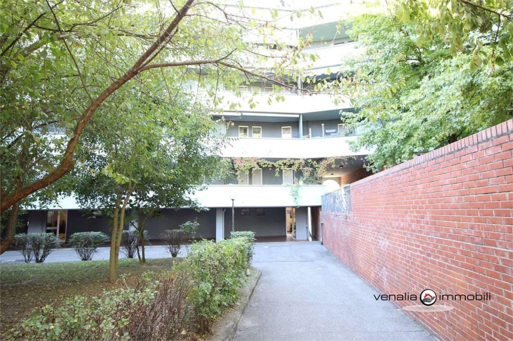 Appartamento in buone condizioni in vendita Rif. 8156983