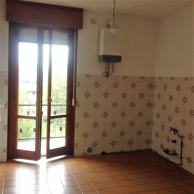 Appartamento in buone condizioni in affitto Rif. 8002129