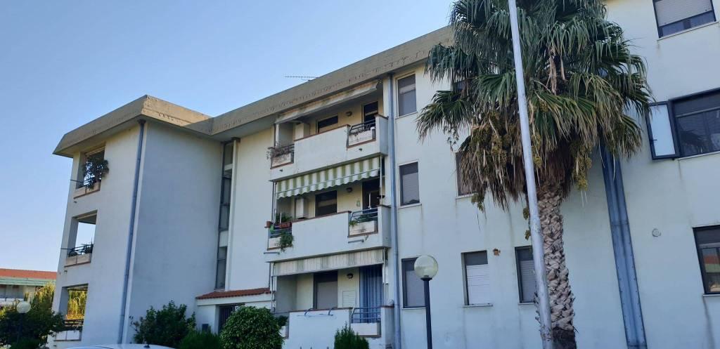 Appartamento in buone condizioni in vendita Rif. 8089211
