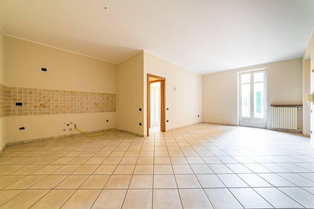 Appartamento in ottime condizioni in vendita Rif. 8089927