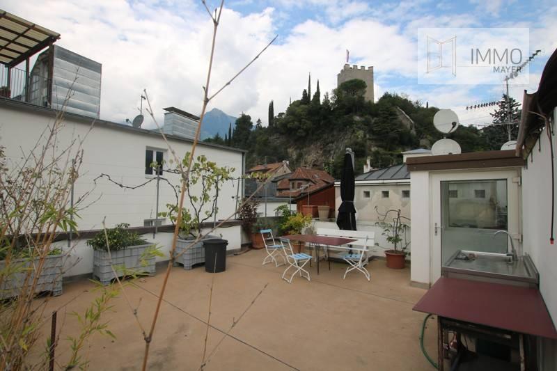 Attico con grande terrazza sul tetto
