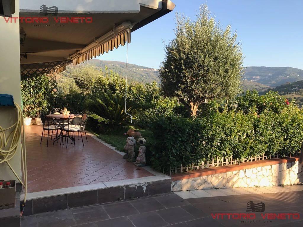 Appartamento in vendita a Laureana Cilento, 3 locali, prezzo € 167.000 | CambioCasa.it