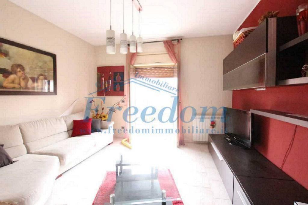 Appartamento in buone condizioni in vendita Rif. 8083026